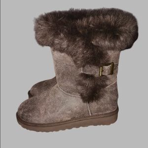 NWT Women's Ugg Brown Fox Fur with Buckles